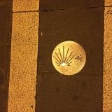 <p>Cykel vejledning i fortovet. Findes også til gående overalt i Pamplona</p>