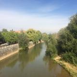 <p>Så går jeg videre mod Virgen del Camino og går over Rio Barnesega</p>