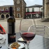 <p>Rødvin og oliven</p>