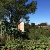 <p>Disse små bygninger er overalt i haverne. De bruges til at tørre majs og oste blandt andet.</p>