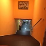 <p>Nedgang til udgangen i herberget</p>