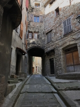 <p>																																		Annot - small narrow streets</p>