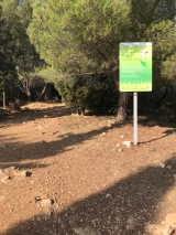 <p>Sign at the entrance of the park.																																		No pesticides.... only nature?</p>